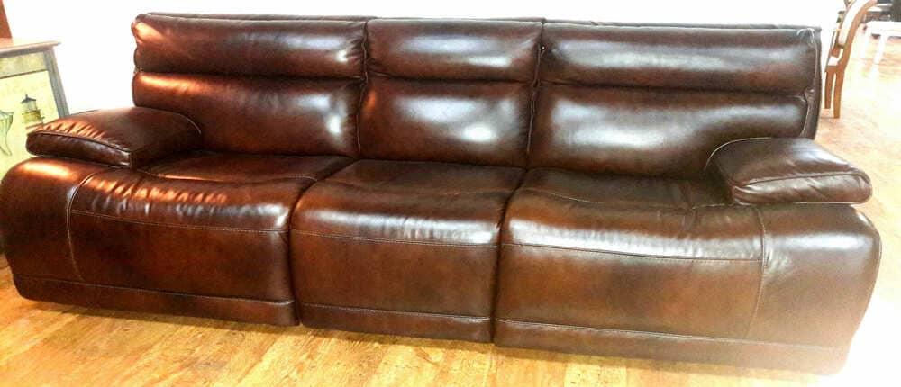 Фото: перетяжка дивана